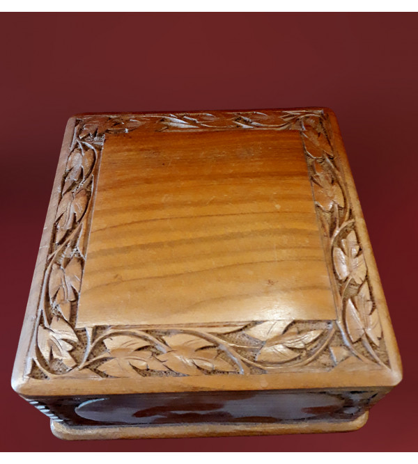 BOX WALNUT WOOD 6 X 6 INCH