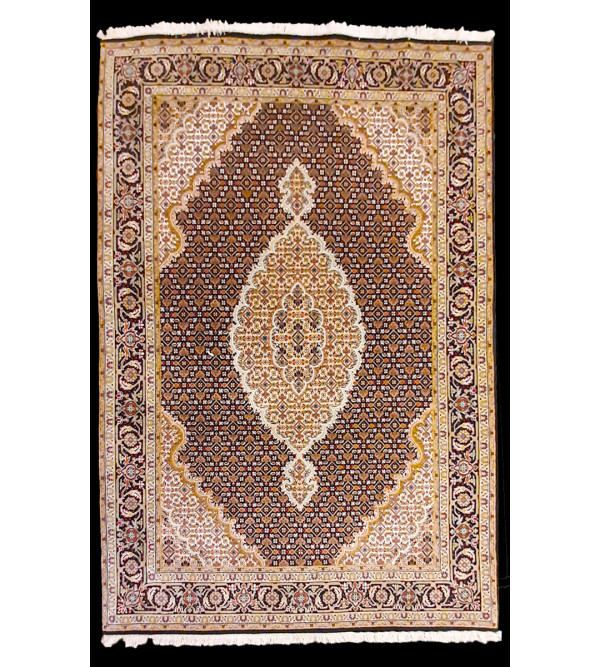 Bhadohi  Woolen Hand Knotted carpet Size 6.8 ft x4.11 ft