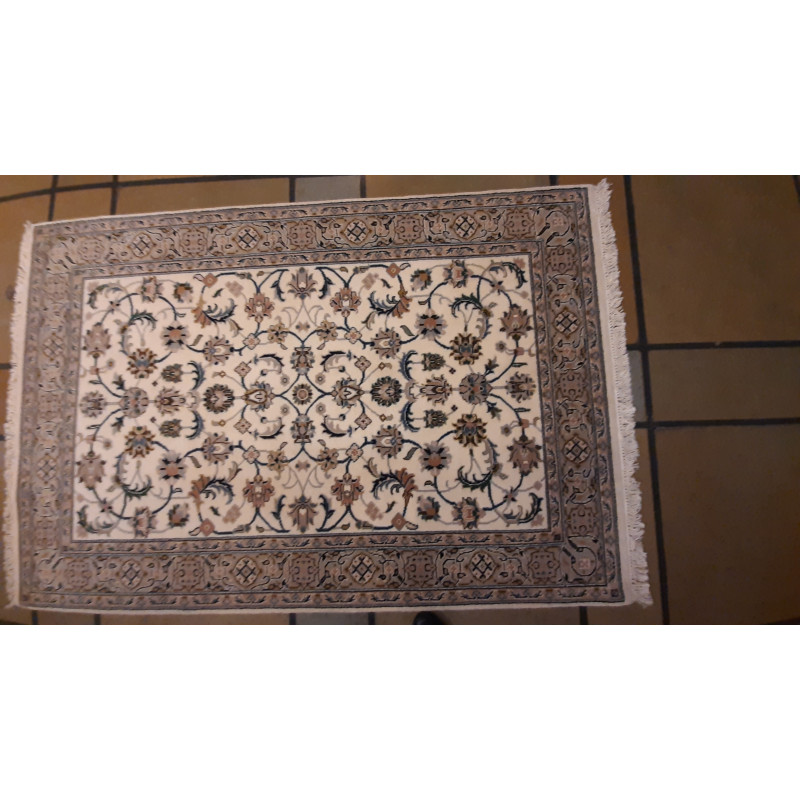 Woolen Hand Knotted carpet Size 5.10 ft x3.11 ft